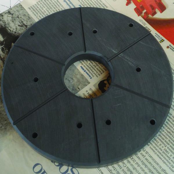 Particolare ceramico lavorato meccanicamente
